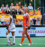 Den Bosch  - Caia Van Maasakker (Ned) scoort uit een strafcorner, met links Ambre Ballenghien (Belgie)    tijdens  de Pro League hockeywedstrijd dames, Nederland-Belgie (2-0).    COPYRIGHT KOEN SUYK