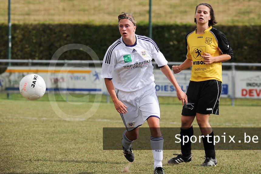 DVK Egem - RSC Anderlecht : Caroline Berrens voor Emily Dehem.foto DAVID CATRY / Vrouwenteam.be