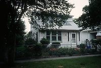 1995 June 12..Conservation.Ballentine Place...BEFORE REHAB.2721 BALLENTINE.ACKIE..NEG#.NRHA#..