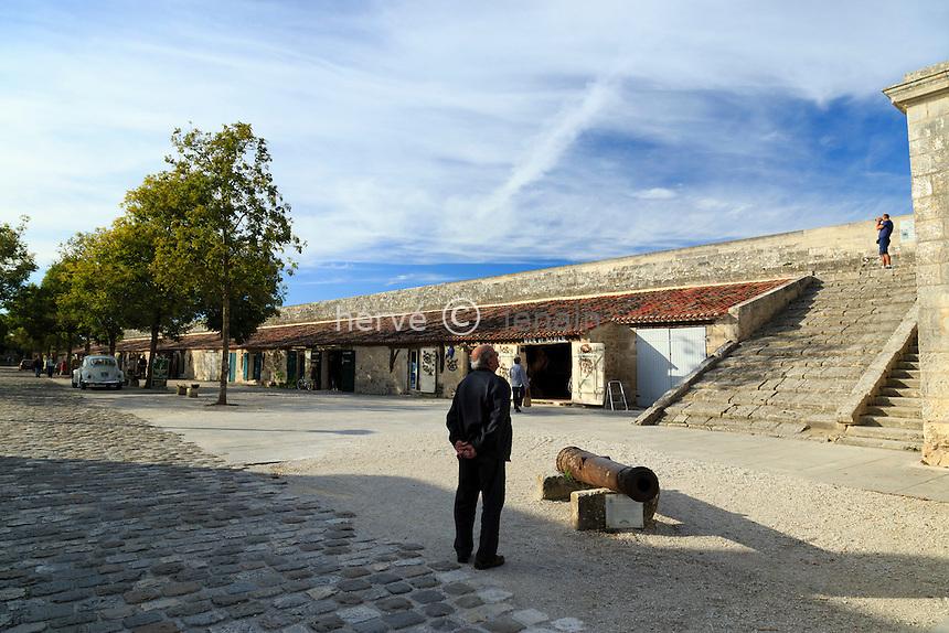 France, Charente-Maritime (17), Hiers-Brouage, citadelle de Brouage, anciennes écuries reconverties en boutiques d'artisants // France, Charente Maritime, Hiers Brouage, Citadel of Brouage, former stables converted into shops of artisans
