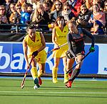 UTRECHT - Song Xiaoming (China) met Marijn Veen (Ned)   tijdens   de Pro League hockeywedstrijd wedstrijd , Nederland-China (6-0) .  COPYRIGHT  KOEN SUYK