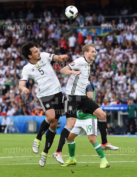 FUSSBALL EURO 2016 GRUPPE C in Paris Nordirland - Deutschland     21.06.2016 Mats Hummels (li, Deutschland) gegen Andre Schuerrle  (re, Deutschland)