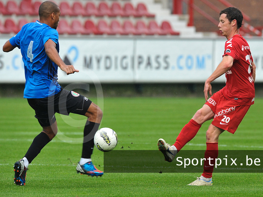 KV Kortrijk : Thomas Matton (rechts).foto VDB / BART VANDENBROUCKE