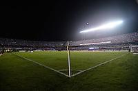 ATENÇÃO EDITOR: FOTO EMBARGADA PARA VEÍCULOS INTERNACIONAIS - SÃO PAULO, SP, 28 DE NOVEMBRO DE 2012 - COPA SULAMERICANA - SÃO PAULO x UNIVERSIDAD CATÓLICA: Estadio do Morumbi lotado durante partida São Paulo x Universidad Católica, válida pela semifinal da Copa Sulamericana no Estádio do Morumbi em São Paulo. FOTO: LEVI BIANCO - BRAZIL PHOTO PRESS