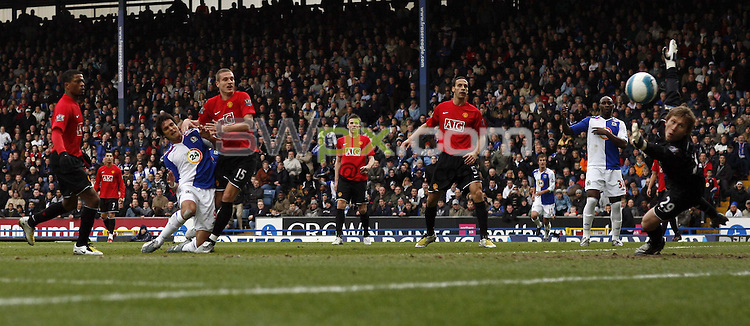 PICTURE BY Ben Duffy/SWPIX.COM -Premier league football, Blackburn v Manchester united.....19/04/08. ..Copyright - Simon Wilkinson - 07811267706 ..Blackburn's Roque Santa Cruz scores against Manchester united