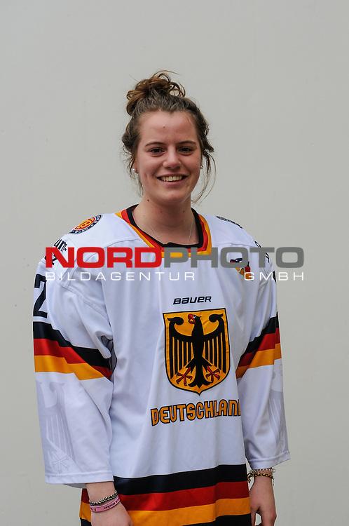 03.04.2015, Rosengards Ishall, Malm&ouml; , SWE, IIHF Eishockey Frauen WM 2015, Deutschland (GER) vsJapan (JPN), im Bild,  Marie DELARBRE (#22, Merrimack College)<br /> <br /> <br /> ***** Attention nur f&uuml;r redaktionelle Berichterstattung *****<br /> <br /> Foto &copy; nordphoto / Hafner