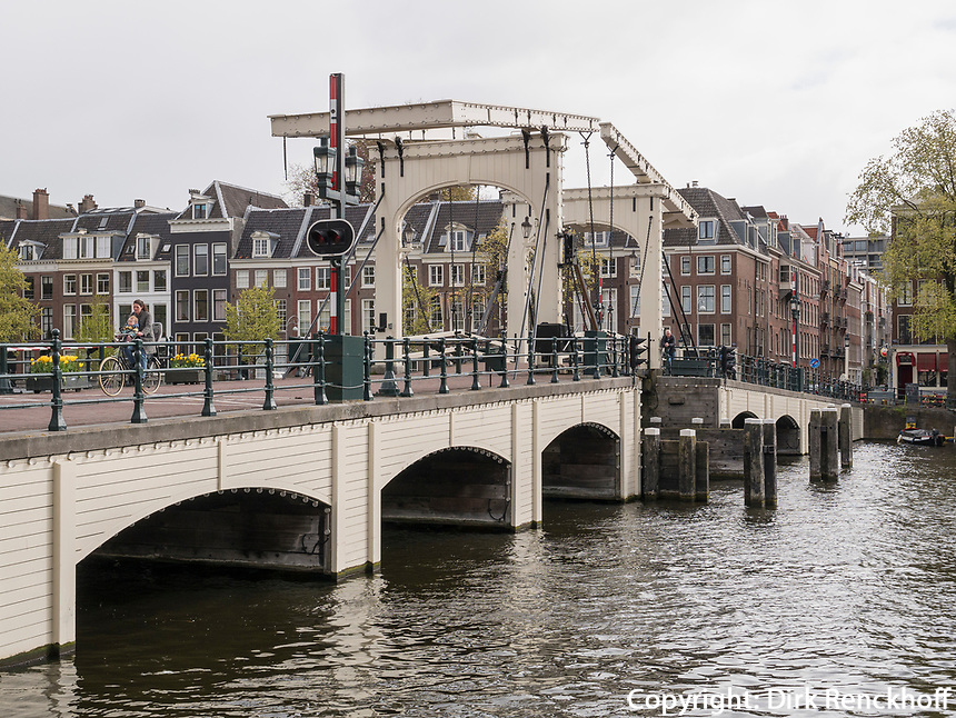 Magere Brug &uuml;ber die Amstel, Amsterdam, Provinz Nordholland, Niederlande<br /> Magere Brug crossing the Amstel, Amsterdam, Province North Holland, Netherlands
