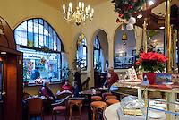 Germany, Mecklenburg-West Pomerania, Schwerin: Cafe Prag, coffee house Vienna style | Deutschland, Mecklenburg-Vorpommern, Schwerin: Cafe Prag in der Altstadt im Stil der Wiener Kaffeehaeuser