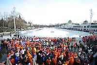 SCHAATSEN: BOEDAPEST: Essent ISU European Championships, 08-01-2012, Citypark Icerink Boedapest, Városligeti Müjégpálya, schaatsfans, Kleintje Pils, Oranje publiek, ©foto Martin de Jong