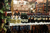 Vino in vetrina a La Cantina, Venezia.<br /> Wine for sale at the shop La Cantina in Venice.<br /> UPDATE IMAGES PRESS/Riccardo De Luca