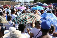 SAO PAULO, SP, 02.02.2014 - NOSSA SENHORA DOS NAVEGANTES - <br /> Fi&eacute;is durante missa em homenagem a Nossa Senhora dos Navegantes em Porto Alegre (RS), neste domingo, 02. (Foto: Pedro H. Tesch / Brazil Photo Press).