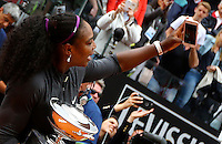La statunitense Serena Williams scatta un selfie mentre tiene il trofeo vinto nella finale femminile degli Internazionali d'Italia di tennis a Roma, 15 maggio 2016.<br /> United States' Serena Williams takes a selfie as she holds the trophy after winning the women's final match of the Italian Open tennis in Rome, 15 May 2016.<br /> UPDATE IMAGES PRESS/Riccardo De Luca