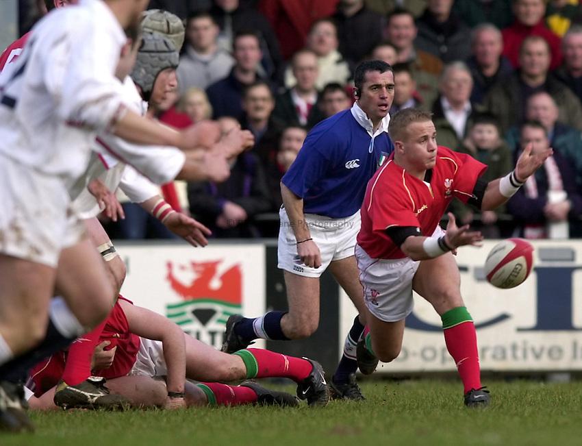 Photo. Richard Lane. .Wales U21 v England U21 at Sardis Road, Pontypridd, Wales. 2/2/2001.Ryan Powell gets the ball away.