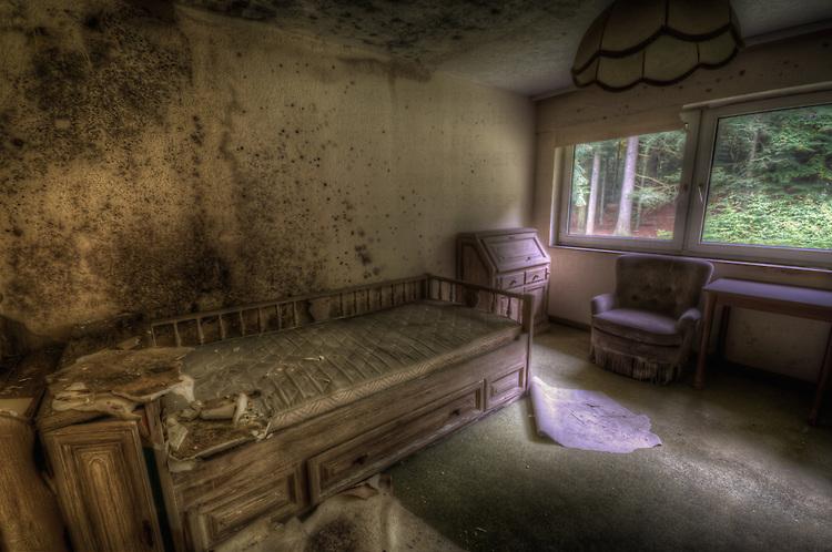 Old very moldy hotel. <br /> Hotel Schimmelig