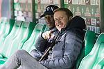 11.02.2018, Weserstadion, Bremen, GER, 1.FBL, SV Werder Bremen vs VfL Wolfsburg<br /> <br /> im Bild<br /> Riechedly Bazoer (VfL Wolfsburg #06), Olaf Rebbe (Sportdirektor VfL Wolfsburg),  <br /> <br /> Foto &copy; nordphoto / Ewert