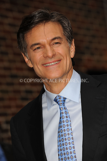 WWW.ACEPIXS.COM . . . . . ....September 28 2009, New York City....Mehmet Oz made an appearance at the 'Late Show with David Letterman' on September 28 2009 in New York City....Please byline: KRISTIN CALLAHAN - ACEPIXS.COM.. . . . . . ..Ace Pictures, Inc:  ..(212) 243-8787 or (646) 679 0430..e-mail: picturedesk@acepixs.com..web: http://www.acepixs.com