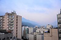 RIO DE JANEIRO, RJ, 03 SETEMBRO 2012 - CLIMA TEMPO NA CAPITAL FLUMINENSE - O dia amanhace com tempo bom, com algumas nuvens, e nevoa, na Tijuca, zona norte do Rio de Janeiro.(FOTO:MARCELO FONSECA-BRAZIL PHOTO PRESS).