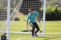 LONDRES, INGLATERRA, 24 JULHO 2012 - TREINO SELECAO BRASILEIRA - Neto goleiro da Seleção Brasileira Olimpíca de futebol, durante treino para a partida contra o Egito, válida pela primeira rodada do Grupo C das Olimpíadas de Londres 2012, na Inglaterra. Treino no CT do Arsenal em Londres. (FOTO: GUILHERME DE ALMEIDA / BRAZIL PHOTO PRESS).