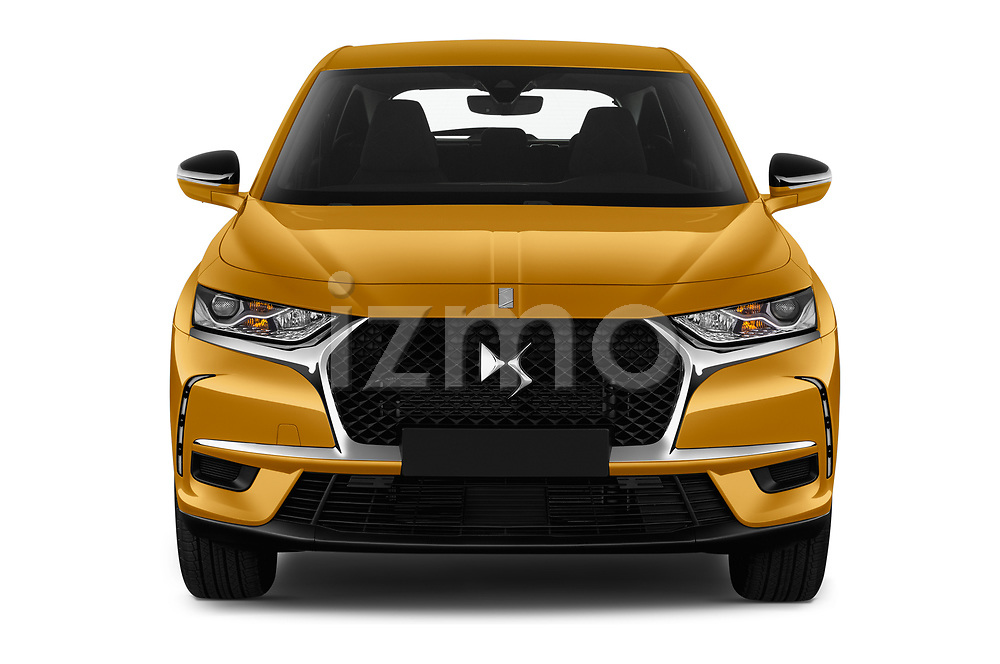 Car photography straight front view of a 2018 DS DS7 Crossback Be Chic 5 Door SUV