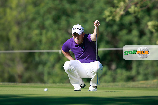 Richie Ramsay (SCO) lines up his putt on the 1st green during Thursday's Round 1 of the Castello Masters at the Club de Campo del Mediterraneo, Castellon, Spain, 20th October 2011 (Photo Eoin Clarke/www.golffile.ie)