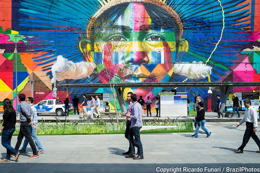 Eduardo Kobra s Mural named Native people from the 5 continents ( Povos nativos dos 5 continentes ) at Boulevard do Porto in Rio de Janeiro port surrounding area, Brazil, part of the Porto Maravilha Project ( Marvelous Port Program ), a revitalization project of the city Port Zone.