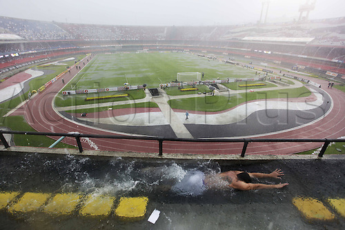 27 02 2011  Fans swim in the terraces in Morumbi Stadium before the Game FC Sao Paulo against Palmeiras during the Campeonato Paulista in Sao Paulo