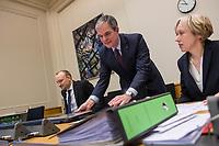 9. Sitzungstag des 1. Untersuchungsausschusses &quot;Terroranschlag Breitscheidplatz&quot; am Freitag den 26. Januar 2018.<br /> Als Zeugen fuer die 9. Sitzung des sog. &quot;Amri-Untersuchungsausschuss&quot; des Berliner Abgeordnetenhaus waren Mitarbeiter der Landeskriminalaemter Berlin und Nordrhein-Westphalen geladen.<br /> Der Amri-Untersuchungsausschuss will versuchen die diversen Unklarheiten im Fall des Weihnachtsmarkt-Attentaeters zu aufzuklaeren.<br /> 2.vl.: Burkard Dregger, Ausschussvorsitzender, CDU.<br /> 26.1.2018, Berlin<br /> Copyright: Christian-Ditsch.de<br /> [Inhaltsveraendernde Manipulation des Fotos nur nach ausdruecklicher Genehmigung des Fotografen. Vereinbarungen ueber Abtretung von Persoenlichkeitsrechten/Model Release der abgebildeten Person/Personen liegen nicht vor. NO MODEL RELEASE! Nur fuer Redaktionelle Zwecke. Don't publish without copyright Christian-Ditsch.de, Veroeffentlichung nur mit Fotografennennung, sowie gegen Honorar, MwSt. und Beleg. Konto: I N G - D i B a, IBAN DE58500105175400192269, BIC INGDDEFFXXX, Kontakt: post@christian-ditsch.de<br /> Bei der Bearbeitung der Dateiinformationen darf die Urheberkennzeichnung in den EXIF- und  IPTC-Daten nicht entfernt werden, diese sind in digitalen Medien nach &sect;95c UrhG rechtlich geschuetzt. Der Urhebervermerk wird gemaess &sect;13 UrhG verlangt.]