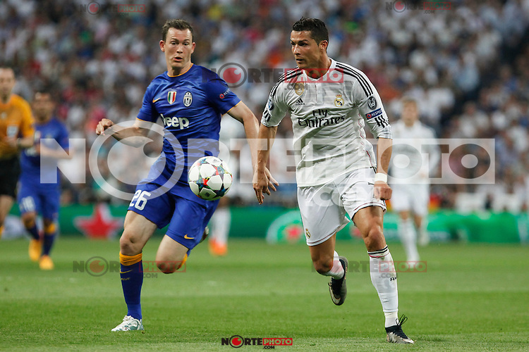 Real Madrid´s Cristiano Ronaldo (R) and Juventus´s Stephan Lichsteiner during the Champions League semi final soccer match between Real Madrid and Juventus at Santiago Bernabeu stadium in Madrid, Spain. May 13, 2015. (ALTERPHOTOS/Victor Blanco) /NortePhoto.COM