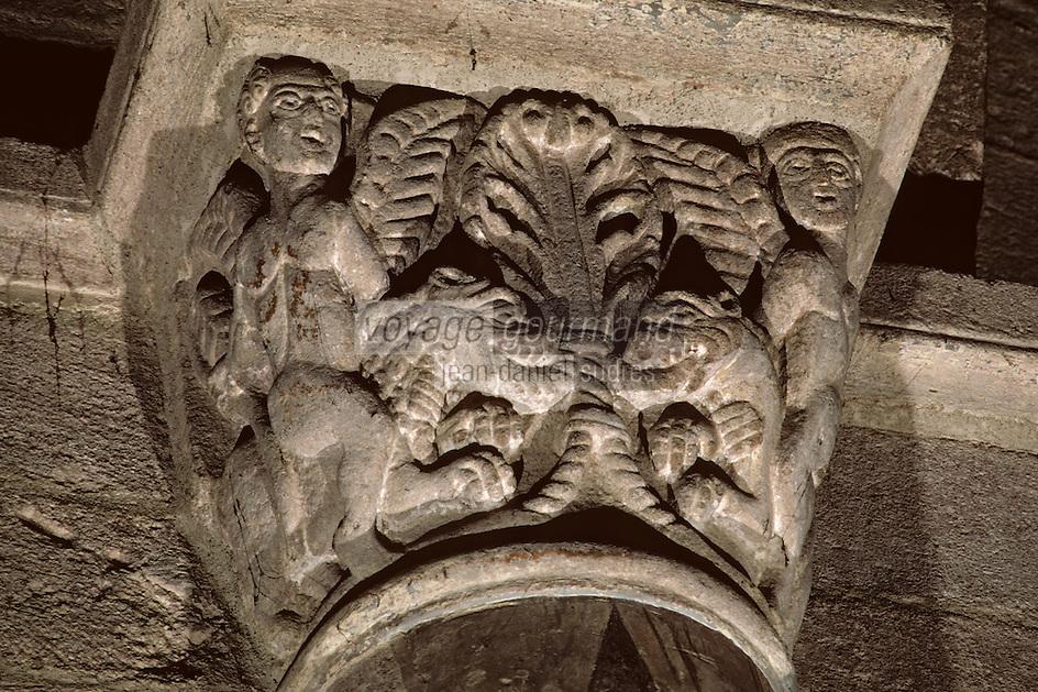 Europe/France/Auvergne/43/Haute-Loire/Brioude: La basilique Saint Julien: Chapelle - Détail génies chevauchant des lions