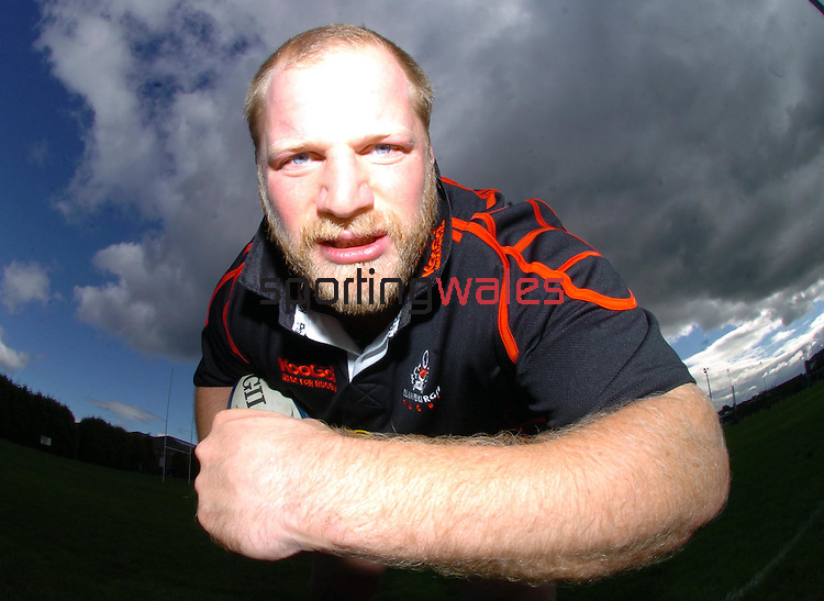 CAPTION: EDINBURGH PROP CRAIG SMITH HOPES TO GIVE HIS TEAM MATES A BIT OF 'GRUNT' AFTER BEING NAMED IN THE STARTING LINE UP TOMORROW AGAINST LEINSTER.EDINBURGH GUNNERS TRAINING SESSION, MURRAYFIELD STADIUM, EDINBURGH, THURSDAY 7TH SEPTEMBER 2006.COPYRIGHT: FOTOSPORT/DAVID GIBSON, MILLSTONE BROW, BY CARNWATH, LANARKSHIRE, ML11 8LJ, SCOTLAND, UK TEL: 01501 785 060 MOBILE: 07774 444 787