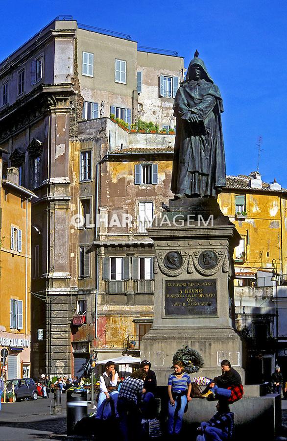 Estátua de Giordano Bruno no Campo Dei Fiori em Roma. Itália. 2000. Foto de Vinicius Romanini.