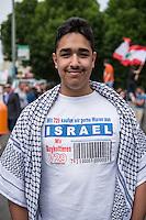"""Ca. 1000 Menschen protestierten am Samstag den 11. Juli 2015 in Berlin mit einer Demonstration anlaesslich des anti-israelischen Al Quds-Tag. Sie riefen Parolen wie """"Kindermoerder Israel"""" und """"Israel raus aus Palaestina"""".<br /> Am sogenannten Al Quds-Tag protestieren weltweit Muslime gegen die Besetzung der palaestinensischen Gebiete durch Israel.<br /> Etwa 2050 bis 300 Menschen protestierten gegen die Demonstration.<br /> Im Bild: Ein Demonstrant traegt ein T-Shirt, das zum Boykott von Waren aus Israel aufruft.<br /> 11.7.2015, Berlin<br /> Copyright: Christian-Ditsch.de<br /> [Inhaltsveraendernde Manipulation des Fotos nur nach ausdruecklicher Genehmigung des Fotografen. Vereinbarungen ueber Abtretung von Persoenlichkeitsrechten/Model Release der abgebildeten Person/Personen liegen nicht vor. NO MODEL RELEASE! Nur fuer Redaktionelle Zwecke. Don't publish without copyright Christian-Ditsch.de, Veroeffentlichung nur mit Fotografennennung, sowie gegen Honorar, MwSt. und Beleg. Konto: I N G - D i B a, IBAN DE58500105175400192269, BIC INGDDEFFXXX, Kontakt: post@christian-ditsch.de<br /> Bei der Bearbeitung der Dateiinformationen darf die Urheberkennzeichnung in den EXIF- und  IPTC-Daten nicht entfernt werden, diese sind in digitalen Medien nach §95c UrhG rechtlich geschuetzt. Der Urhebervermerk wird gemaess §13 UrhG verlangt.]"""