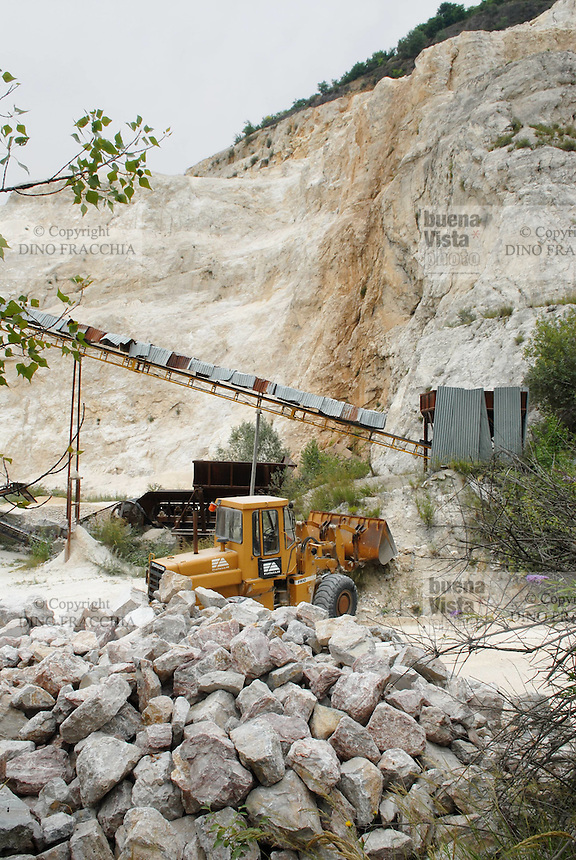- stone quarries for the building industry in the province of Bergamo....- cave di pietra per l'industria edilizia in provincia di Bergamo