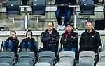 Stockholm 2015-03-14 Bandy Bronsmatch Hammarby IF - Villa Lidk&ouml;ping BK :  <br /> Radiosportens bandyexpert expert Magnus Muhr&eacute;n p&aring; l&auml;ktaren Tele2 Arena tillsammans med Sandvikens lagledare Henrik Hagberg (tv&aring;a fr&aring;n h&ouml;ger) och Sandvikens tr&auml;nare Anders Jakobsson (l&auml;ngst till h&ouml;ger) under matchen mellan Hammarby IF och Villa Lidk&ouml;ping BK <br /> (Foto: Kenta J&ouml;nsson) Nyckelord:  Tele2 Arena SM Brons Bronsmatch Tredjepris herr herrar Hammarby HIF Bajen Villa Lidk&ouml;ping VLBK portr&auml;tt portrait tr&auml;nare manager coach
