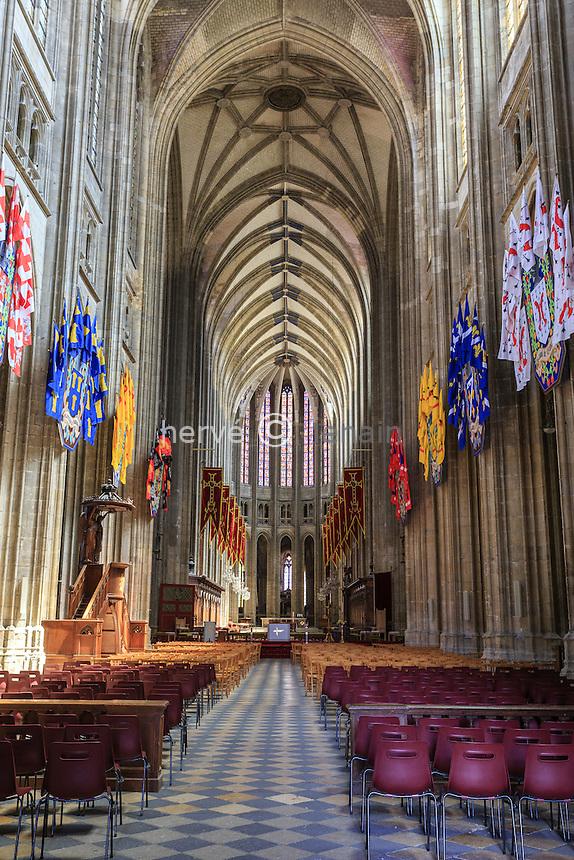 France, Loiret (45), Orléans, intérieur cathédrale Sainte-Croix // France, Loiret, Orleans, interior of Sainte Croix cathedral
