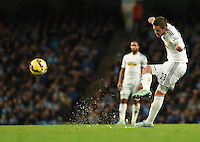 Picture by Howard Roe/AHPIX.com. Football, Barclays Premier League; <br /> Manchester City v Swansea City ;22/11/2014 KO 3.00 pm <br /> Etihad Stadium;<br /> copyright picture;Howard Roe;07973 739229<br /> Swansea's   Gylfi Sigurdsson goes close with his free kick