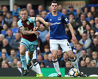 Burnley's Scott Arfield and Everton's Michael Keane<br /> <br /> Photographer Rachel Holborn/CameraSport<br /> <br /> The Premier League - Everton v Burnley - Sunday 1st October 2017 - Goodison Park - Liverpool<br /> <br /> World Copyright &copy; 2017 CameraSport. All rights reserved. 43 Linden Ave. Countesthorpe. Leicester. England. LE8 5PG - Tel: +44 (0) 116 277 4147 - admin@camerasport.com - www.camerasport.com