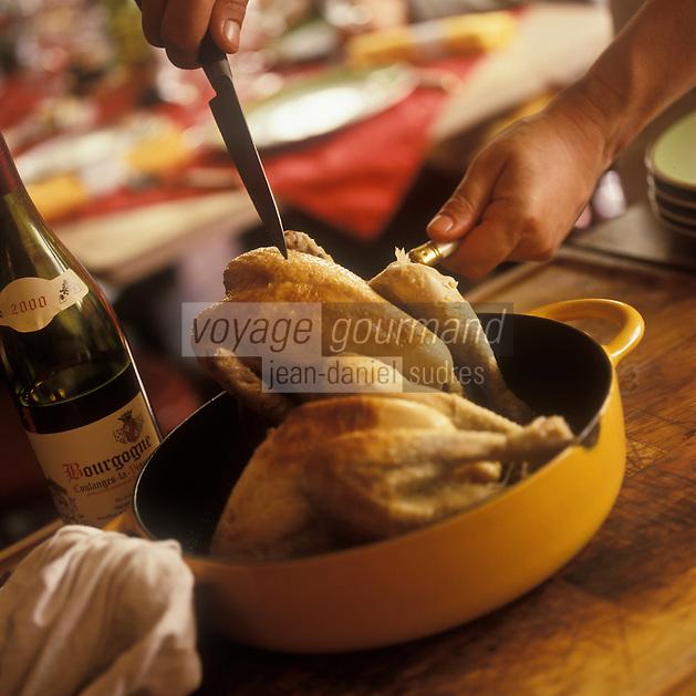 Europe/France/89/Bourgogne/Yonne/Sens: Découpe d'une volaille de Bresse chez Patrick Gauthier au restaurant: Le Crieur de Vin