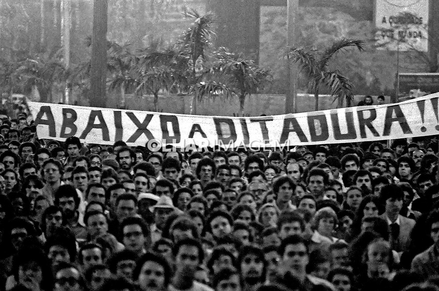 Ato público do Movimento pela Anistia. SP. 1979. Foto de Juca Martins.