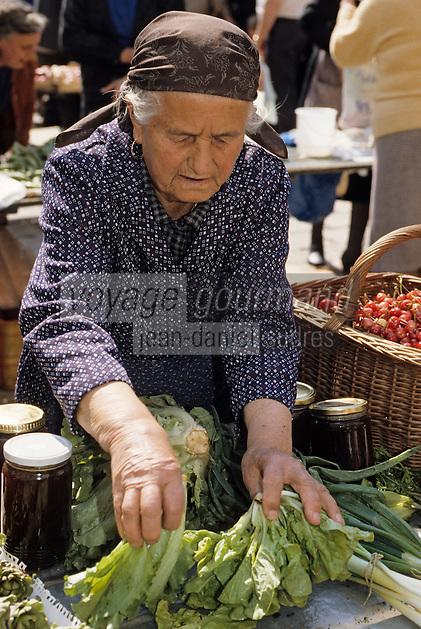 Croatie/Dalmatie/Dubrovnik: Sur le marché paysan, une agricultrice vend ses  produits<br /> PHOTO D'ARCHIVES // ARCHIVAL IMAGES<br /> YOUGOSLAVIE  1990