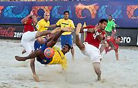 RAVENNA, ITALIA, 10 DE SETEMBRO 2011 - MUNDIAL BEACH SOCCER / BRASIL X PORTUGAL - Andre (abaixo) jogador do Brasil, durante a partida contra Portugal , válida pela semi-final do Mundial de Futebol de Areiano Estádio Del Mare, em Ravenna, na Itália, neste sábado (10).FOTO: VANESSA CARVALHO - NEWS FREE