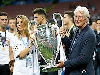 Calcio, finale di Champions League: Real Madrid vs Atletico Madrid. Stadio San Siro, Milano, 28 maggio 2016.<br /> U.S. actor Richard Gere holds the Champions League trophy at the end of the final match between Real Madrid and Atletico Madrid, at Milan's San Siro stadium, 28 May 2016. Real Madrid won 5-4 on penalties after the game ended 1-1.<br /> UPDATE IMAGES PRESS/Isabella Bonotto