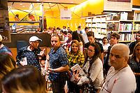 """SAO PAULO, SP, 25.11.2015 - VAL MARCHIORI - SP- A socielite Val Marchiori, lança seu livro : """" Livro de ouro da Val"""" na Livraria Cultura do Conjunto Nacional na avenida Paulista, nesta quarta-feira 25. ( Foto: Gabriel Soares/ Brazil Photo Press)"""