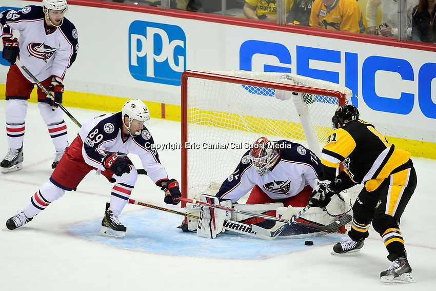 Wednesday, April 12, 2017: Columbus Blue Jackets center Sam Gagner (89) stick checks Pittsburgh Penguins right wing Phil Kessel (81) in front of Columbus Blue Jackets goalie Sergei Bobrovsky (72) during game 1 of round one of the National Hockey League Eastern Conference Stanley Cup Playoffs between the Columbus Blue Jackets and the Pittsburgh Penguins, held at PPG Paints Arena, in Pittsburgh, PA.  Pittsburgh defeats Columbus 3-1. Eric Canha/CSM