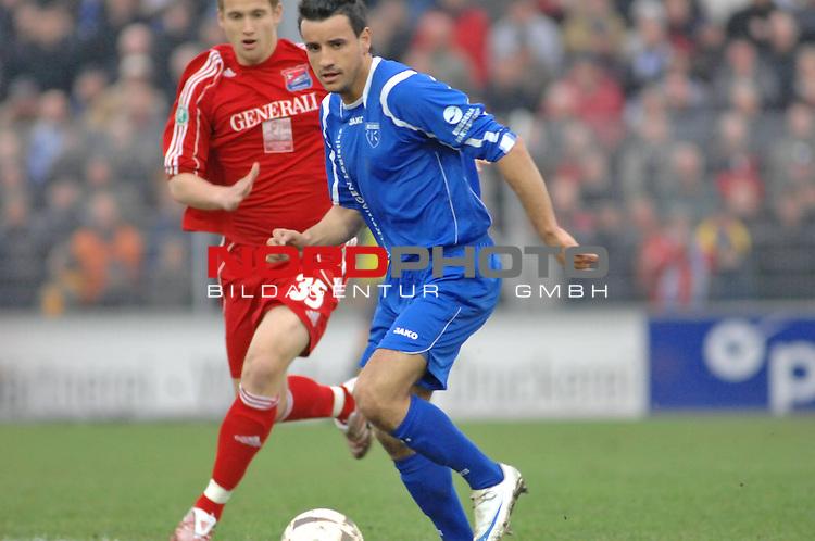 3. FBL 2008/2009 29. Spieltag RŁckrunde BSV Kickers Emden vs. SpVgg Unterhaching, Alban Ramaj (Emden) am Ball gegen Manuel Konrad (Unterhachingen #35) , Foto © nph (nordphoto)