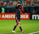Nederland, Alkmaar, 27 maart 2014<br /> KNVB Beker<br /> Seizoen 2013-2014<br /> Halve finale<br /> AZ-Ajax<br /> Joel Veltman (l.) van Ajax verlaat het veld, nadat hij zijn tweede gele kaart heeft gekregen.