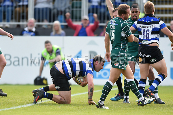 Matt Banahan of Bath Rugby scores his second try of the match. Aviva Premiership match, between Bath Rugby and London Irish on May 5, 2018 at the Recreation Ground in Bath, England. Photo by: Patrick Khachfe / Onside Images