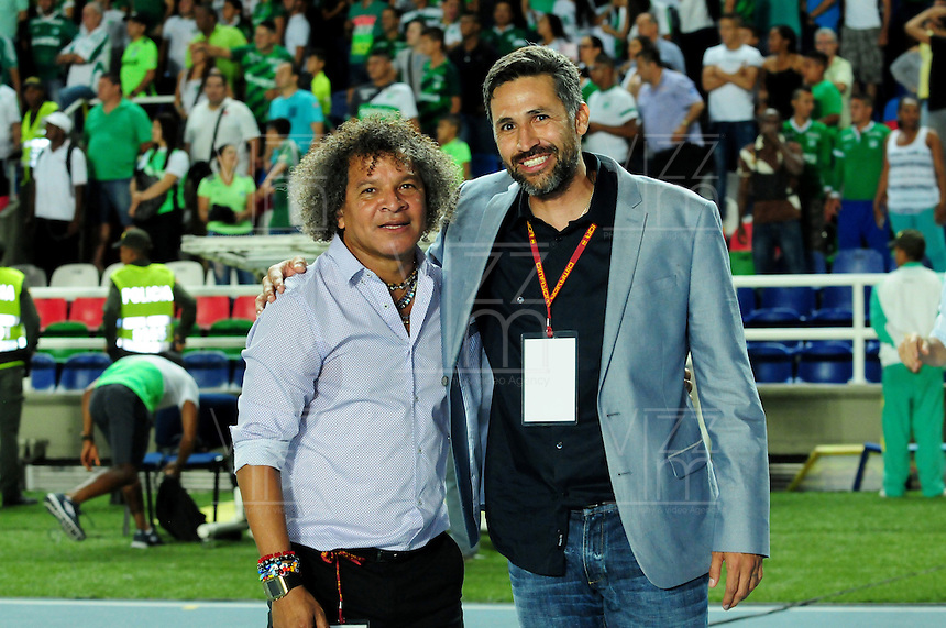 CALI -COLOMBIA, 25-08-2016.Alberto Gamero director técnico del Deportes Tolima  Mario Yepes (Der.) director técnico del Deportivo Cali y  Alberto Gamero director técnico del Deportes Tolima durante  el encuentro por los  cuartos de final de la Copa Aguila   disputado en el estadio del Deportivo Cali en Palmaseca./ Mario Yepes Coach  of Deportivo Cali  and Alberto Gamero coach of Deortes Tolima  during match for the final  date   of the Aguila Cup  2016 played at Deportivo Cali  stadium in Palmaseca. Photo:VizzorImage / Nelson Rios  / Cont