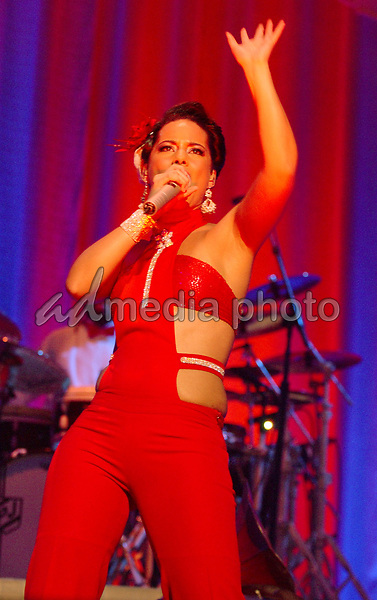 16 April 2005 - Washington D.C. - Alicia Keys. 2005 Diary Tour held at DAR Constitution Hall. Photo Credit: Laura Farr/AdMedia