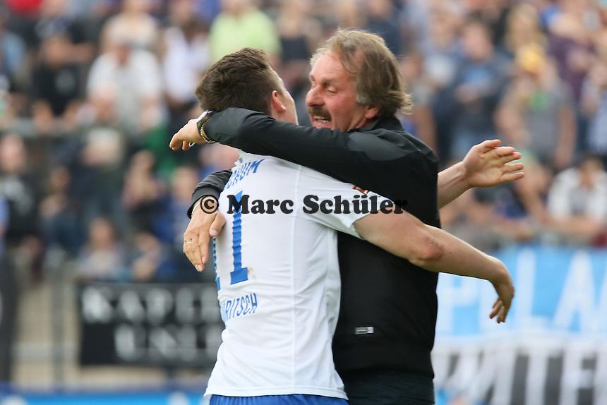 Torjubel Michael Gregoritsch (Bochum) beim 1:2  mit Trainer Peter Neururer - FSV Frankfurt vs. VfL Bochum, Frankfurter Volksbank Stadion